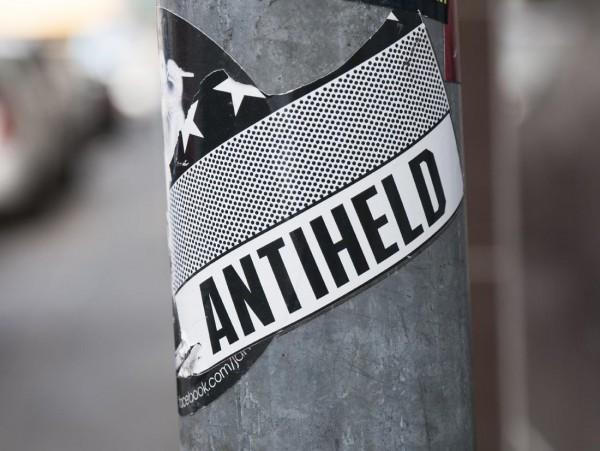 Mini Köln Antiheld auf MDF
