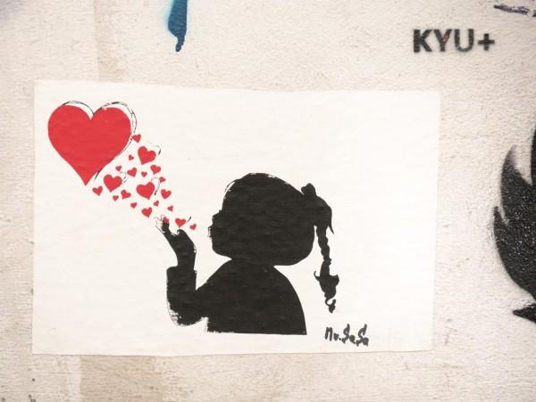 Mini Mädchen und Herz auf MDF