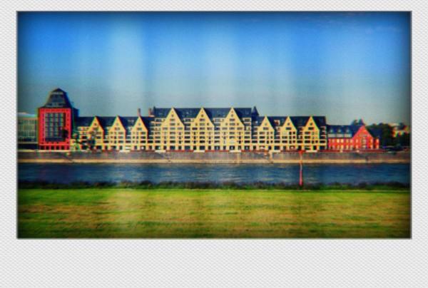 Köln Mini Polaroid  Häuser auf MDF